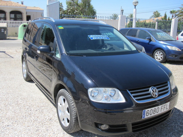 Volkswagen Touran Tdci 2.0 Dsg Automatic Photo
